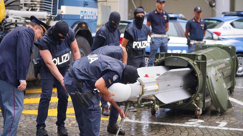 Polisi Italia Razia Kelompok Neo-Nazi, Sita Rudal Pesawat Siap Tempur