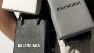 Balenciaga Rilis Tas Kecil Rp 16 Juta, Fungsinya Hanya Untuk Taruh Ponsel