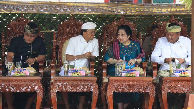 Megawati Hadiri Pelantikan Eks Bupati Gianyar Jadi Pendeta Hindu
