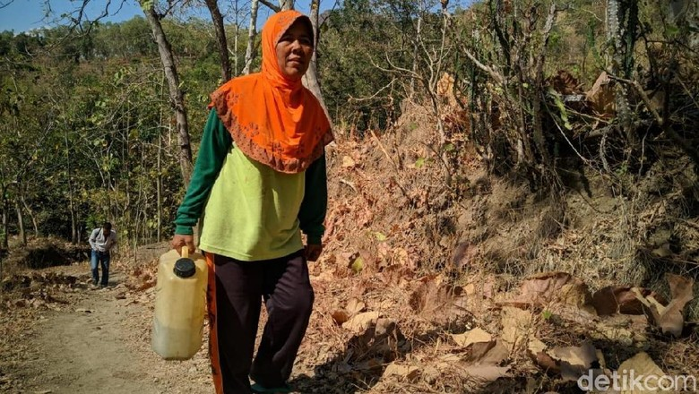 Kekeringan, Warga di Desa Ponorogo Ini Harus Jalan 7 Km Demi Air Bersih