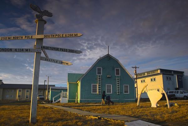Kota Utqiagvik berpenduduk sekitar 4.000 orang dan kini mulai periode 65 hari kegelapan. Periode ini dikenal sebagai malam kutub. Adalah istilah umum di tempat-tempat yang tidak mengalami matahari terbit selama lebih dari 24 jam (Foto: iStock)