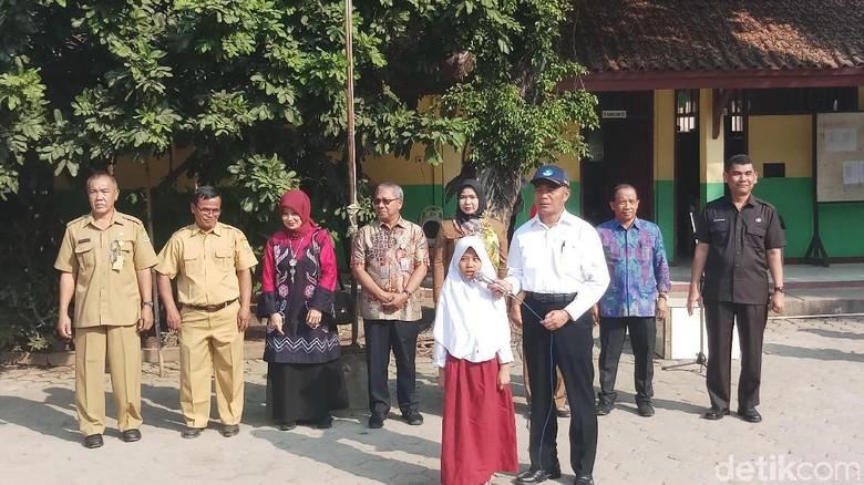 Kunjungi SD di Bekasi, Mendikbud Bikin Kuis Berhadiah tentang Pancasila