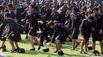 Aksi Lempar Topi ke Udara Perwira TNI-Polri Usai Dilantik