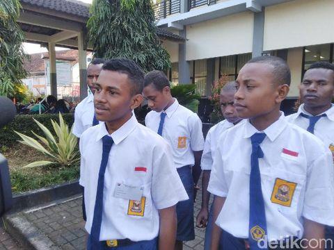 Inspiratif, 6 Anak Papua Sekolah di Ciamis Demi Kejar Cita-cita