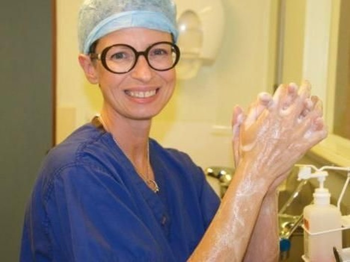 Dr Liz ORiordan ahli bedah kanker payudara yang terkena kanker payudara. Foto: Dok. Instagram Liz ORiordan