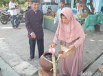 Melihat Kembali Tradisi Turun Temurun Gentong Haji di Cirebon