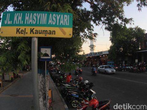 Jalan KH Hasyim Asyari/