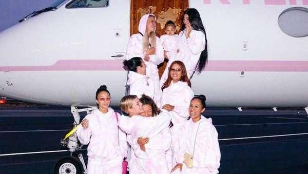 Ultah ke-22, Kylie Jenner Dikado Travis Scott Kalung Berlian Rp 5 M