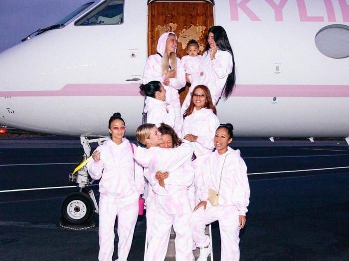 Kylie Jenner liburan mewah bersama teman-temannya. Foto: Instagram Kylie Jenner