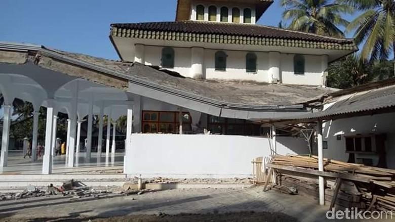 Atap Masjid di Banyuwangi Nyaris Roboh Imbas Gempa Nusa Dua Bali