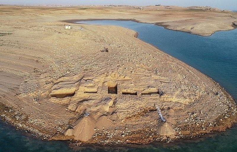 Inilah reruntuhan sebuah istana kuno yang terletak di tepian Sungai Tigris, Irak. Istana ini diperkirakan sudah berusia 3.400 tahun. (dok. Univesity of Tubingen)