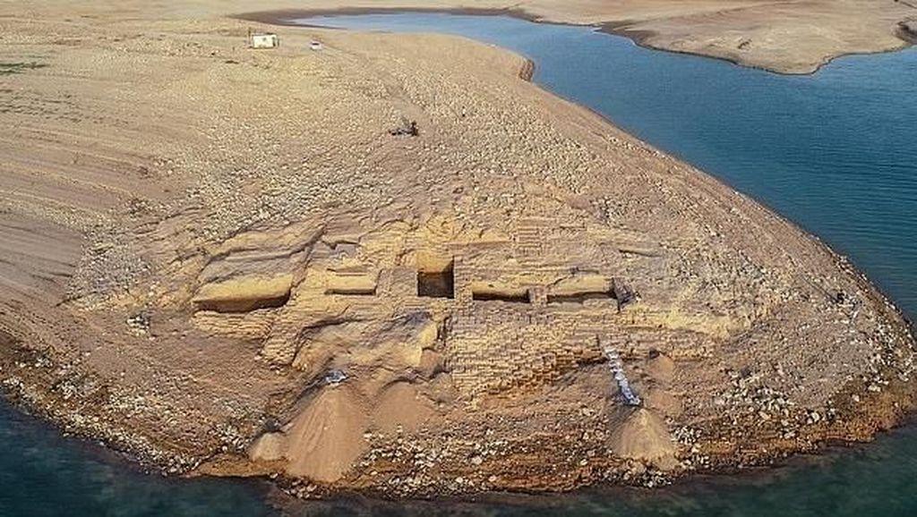 Foto: Sungai Surut, Muncul Istana Berusia 3.400 Tahun