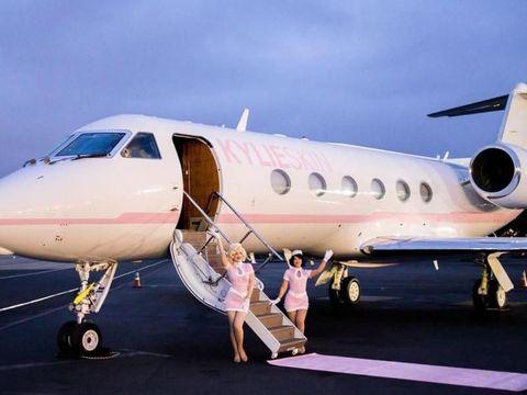 Foto-foto Kylie Jenner Ajak Teman-temannya Liburan Mewah Gratis, Jangan Iri
