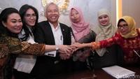 Wakil Ketua DPR Agus Hermanto menjelaskan elah diambil keputusan dalam rapat Bamus bahwa pembahasan surat pertimbangan pemberian amnesti kepada Baiq Nuril diserahkan kepada Komisi III.