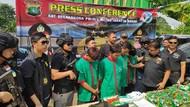 Ada Bekas Peluru-Ban Pecah, Begini Rupa Mobil 30 Kg Sabu yang Disergap Polisi