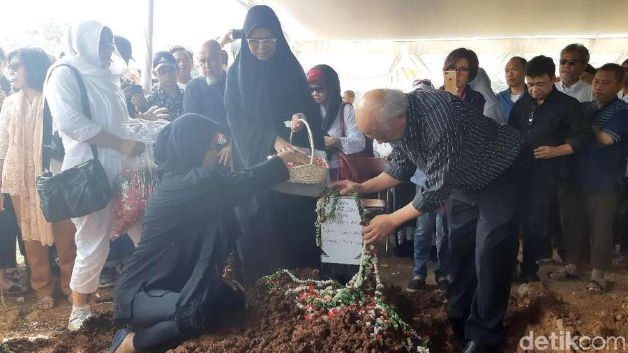 Duka Keluarga di Pemakaman Dindin OM PSP