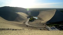 Foto: Oasis Ajaib di Padang Gurun Bernyanyi China