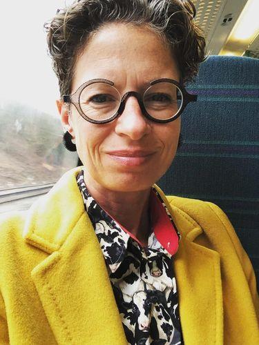 Dr Liz O'Riordan ahli bedah kanker payudara yang terkena kanker payudara.