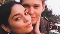 Vanesha Hudgens juga meluapkan kebahagiaannya usai kekasihnya itu dipilih menjadi Elvis.Dok. Instagram