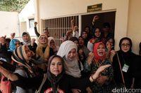 Sidang Tuntutan Tiga Emak Pepes Ditunda, Pendukung Ricuh