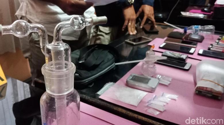 Penggerebekan Kampung Narkoba di Palu, Warga Sambit Aparat dengan Batu