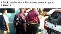Heboh Pria Bersamurai Cekcok dengan Sopir Elf di Cirebon