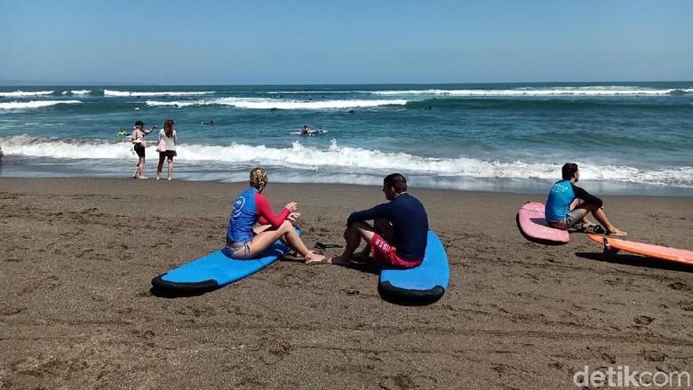 Turis di Pantai Canggu (Aditya Mardiastuti/detikTravel)