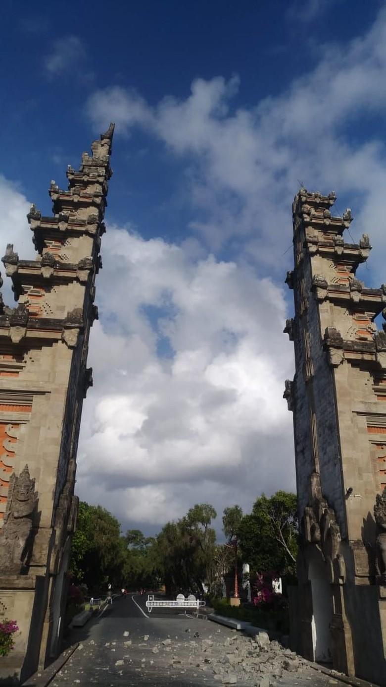 Gapura ITDC Nusa Dua Rusak Akibat Gempa Bali