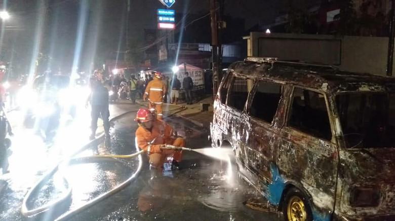 Korsleting, Angkot Jurusan Pondok Labu Terbakar di Fatmawati
