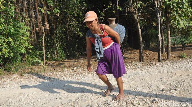 Begini Perjuangan Warga Grobogan Mencari Air di Musim Kemarau