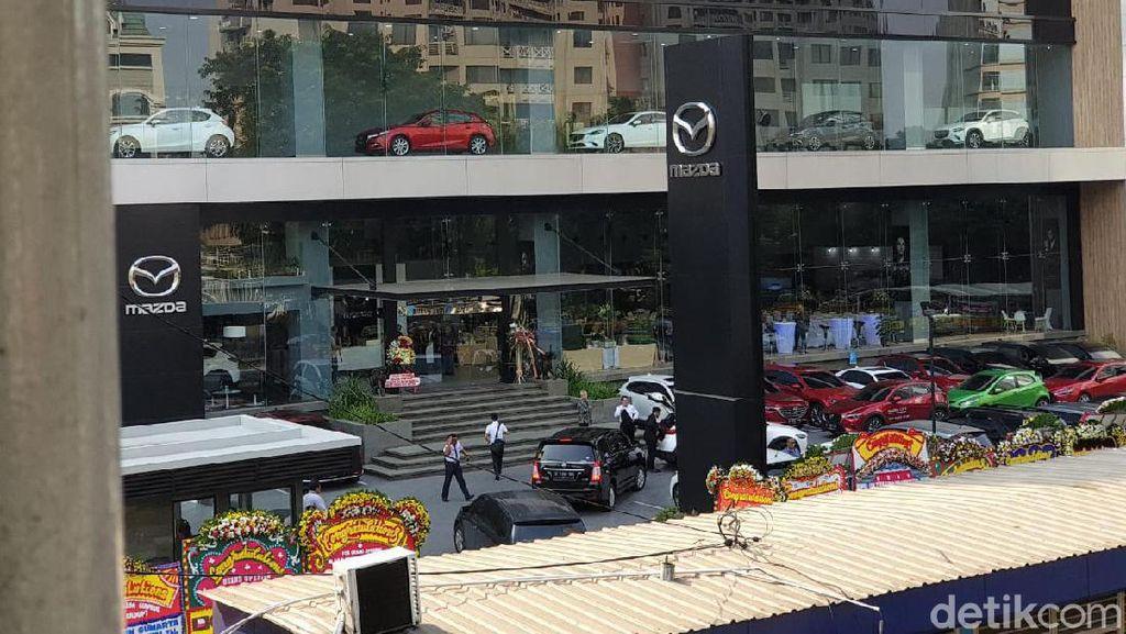 Diler Wah Mazda di Simprug Mirip dengan di Jepang