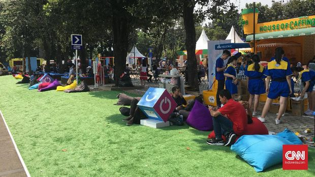 Banyak beanbag disediakan penyelenggara demi kenyamanan pengunjung Indonesia Open 2019.