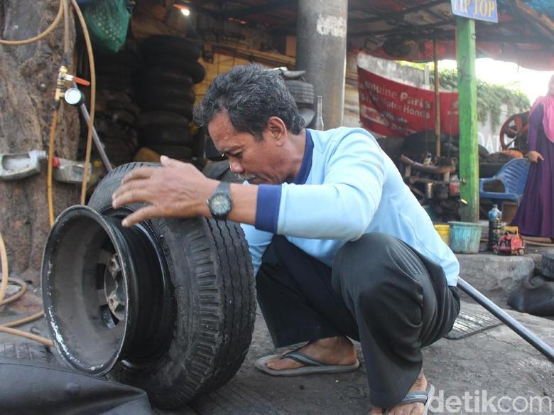 Cerita Tukang Tambal Ban Naik Haji Setelah 15 Tahun Nabung di Bawah Kasur