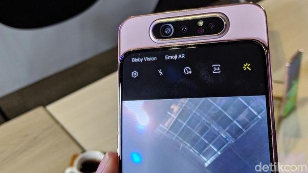 Harga Mirip, Pilih Galaxy S10e atau Galaxy A80?
