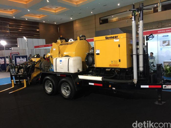 Alat ini menggunakan sistem Horizontal Directional Drill (HDD) keluaran PT Vermeer Indonesia. Dengan sistem HDD, proyek-proyek bawah tanah bisa diselesaikan tanpa merusak konstruksi permukaan.