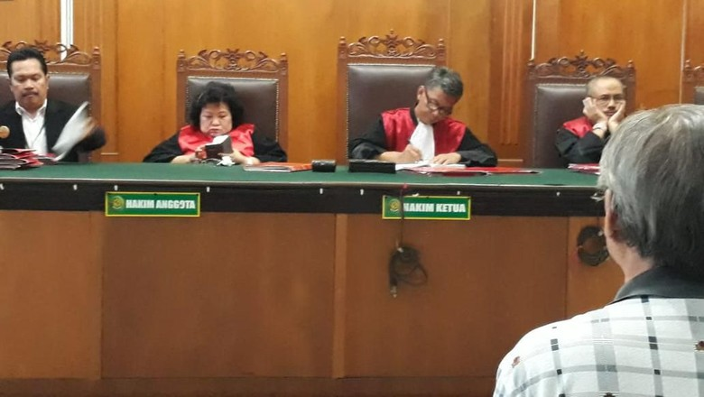 Polisi Tahan Pengacara Tomy Winata yang Pukul Hakim PN Jakpus