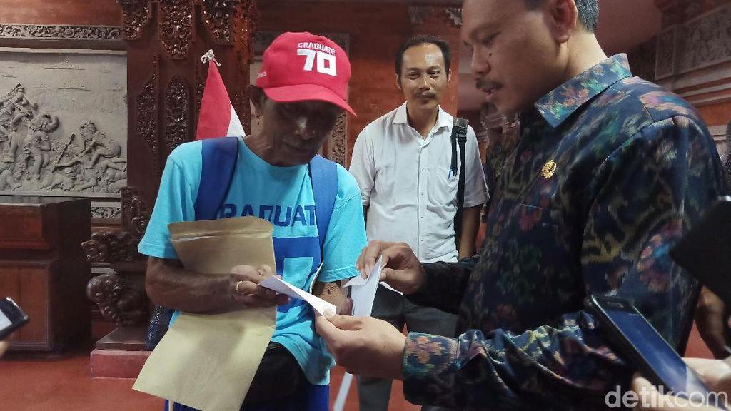 Jokowi Presiden Lagi, Kakek di Bali Penuhi Kaul Jalan Kaki 80 Km