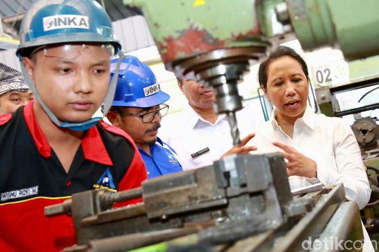 Persiapan Sumber Daya Manusia (SDM) untuk pabrik kereta api terbesar di ASEAN milik PT INKA di Banyuwangi langsung dilakukan di Banyuwangi. Menteri BUMN Rini Soemarmo mengesahkan kerja sama PT Industri Kereta API (INKA) untuk membuka jurusan perkeretaapian di Sekolah Menengah Kejuruan (SMK) di Jawa Timur, 2 diantaranya dibuka di Banyuwangi.