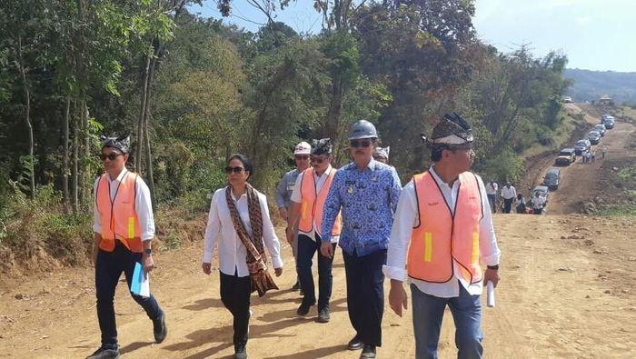 Menteri BUMN Rini Soemarno cek lokasi proyek pabrik kereta INKA/Foto: Ardian Fanani/detikcom