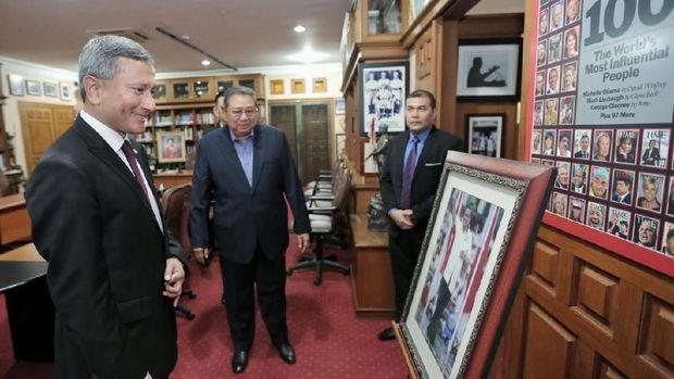 SBY dan Menlu Singapura Vivian Balakrishnan di Cikeas.
