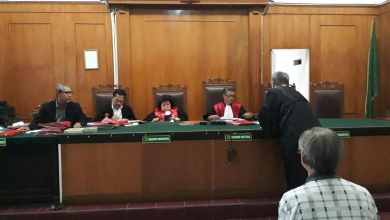KY Jatim Sebut Hakim PN Surabaya Main HP Saat Sidang Tidak Patut