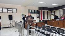 Tak Didampingi Pengacara, Sidang Korupsi Eks Bupati Sragen Ditunda