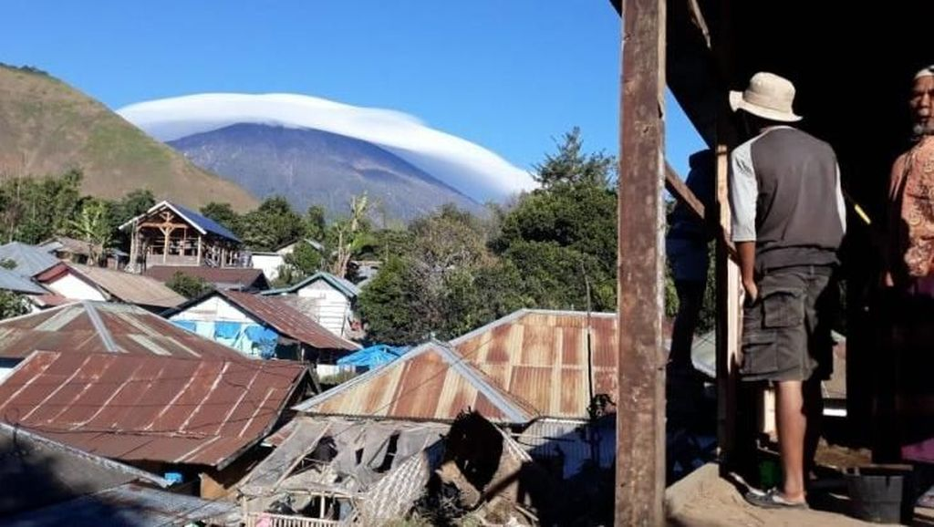Cantik! Fenomena Topi Awan Gunung Rinjani