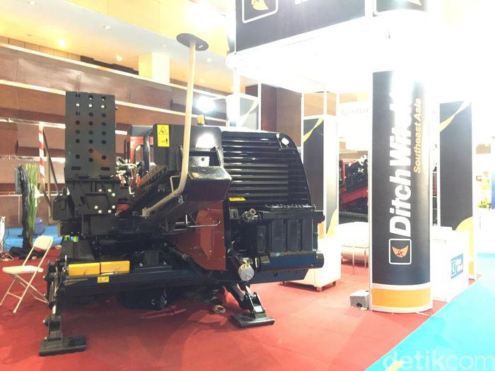 Mesin ini juga menggunakan sistem HDD keluaran Ditch Witch Southeast Asia Solution. Beberapa kontraktor Indonesia sudah menggunakan alat ini.