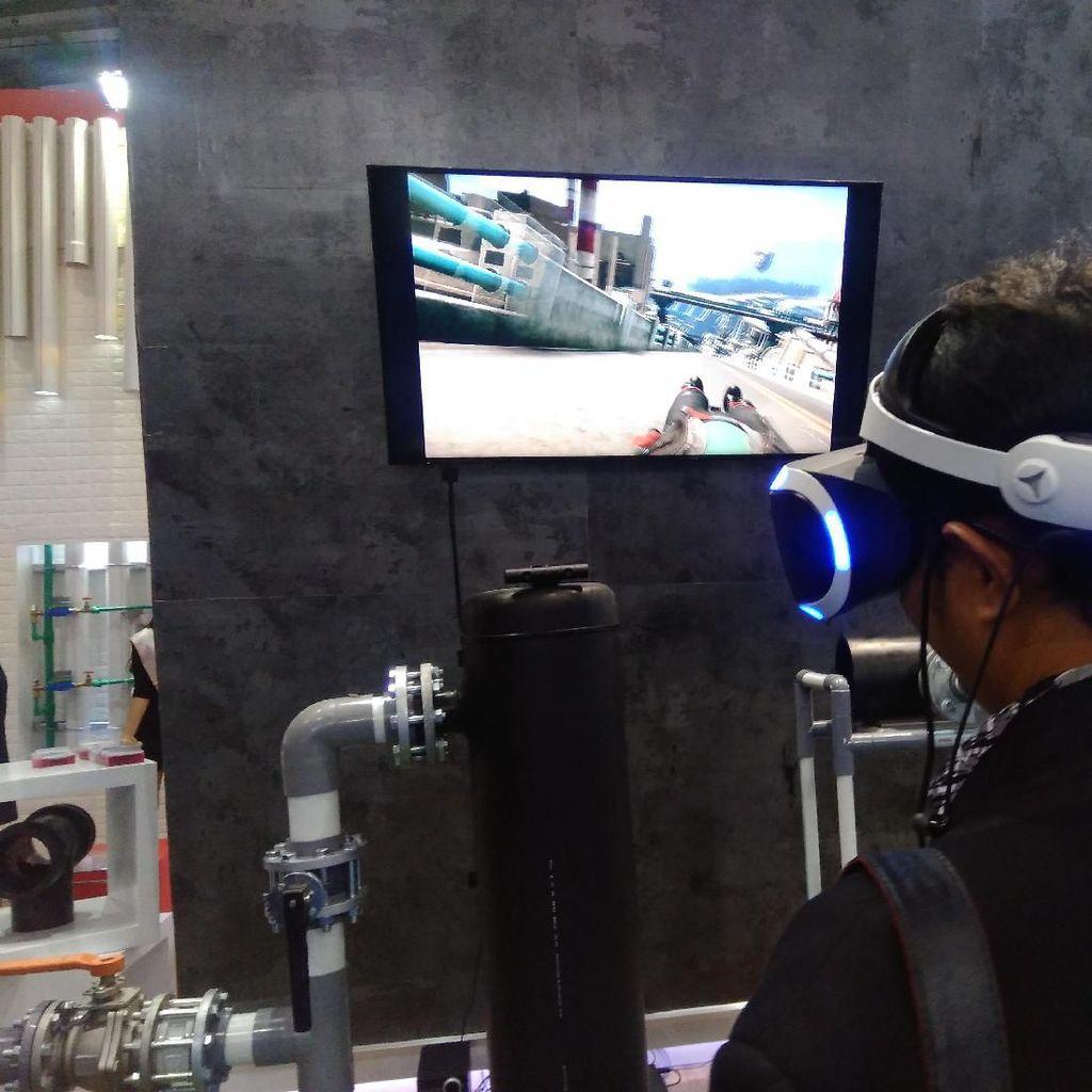 Serunya Nge-Game VR Sambil Belajar soal Pipa di Indowater 2019