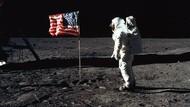 Kilas Balik Saat Pertama Kali Manusia Injakkan Kaki di Bulan