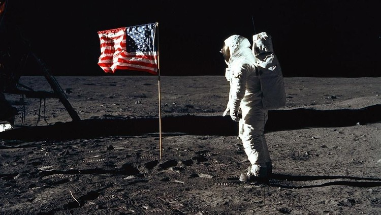 Sudah setengah abad sejak Neil Armstrong mendarat di bulan pada 20 Juli 1969. Berikut kumpulan foto dan deretan fakta menarik terkait misi Apollo 11. Yuk, simak