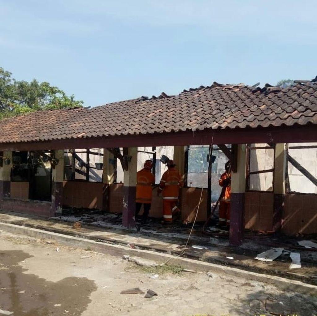 3 Ruangan Sekolah Dasar di Karawang Hangus Terbakar