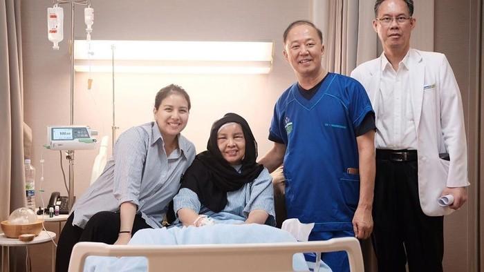 Tya Ariestya bercerita kalau ibunya terkena tumor otak. (Foto: Instagram Tya Ariestya)