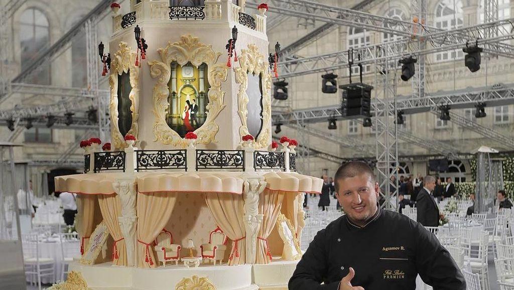 Mantan Juara Tinju Ini Alih Profesi Jadi Pembuat Kue Pengantin Megah